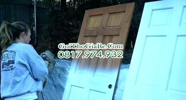 Sơn cửa gỗ cũ tại nhà Hà Nội chuyên nghiệp giá rẻ